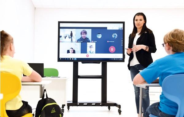 Szkolenia. monitor interaktywny zakupiony z programu aktywna tablica