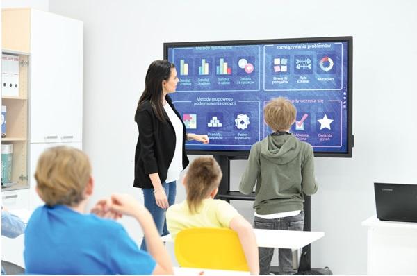 Szkolenie dla nauczycieli z monitorami interaktywnymi