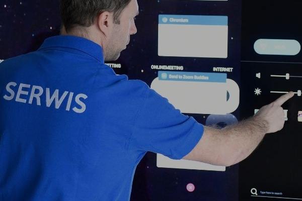 Pomoc w zakresie obsługi oraz podłączenia monitora interaktywnego, który został sfinansowany z dofinansowania aktywna tablica